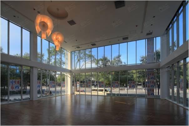 玻璃盒子展厅