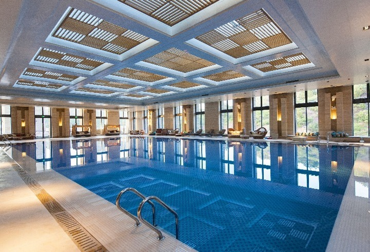 水镇酒店游泳池