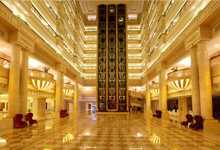 酒店大堂中庭